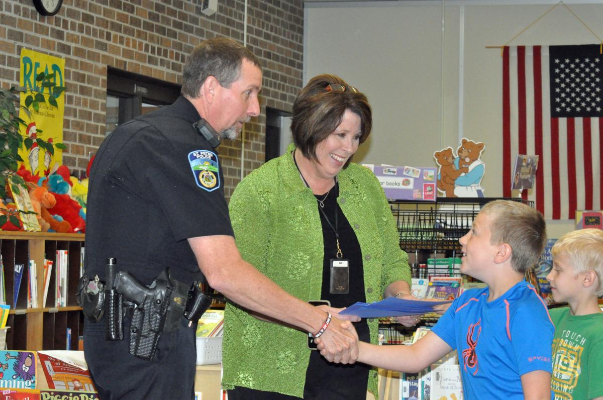 Students thank St. Peter police officer