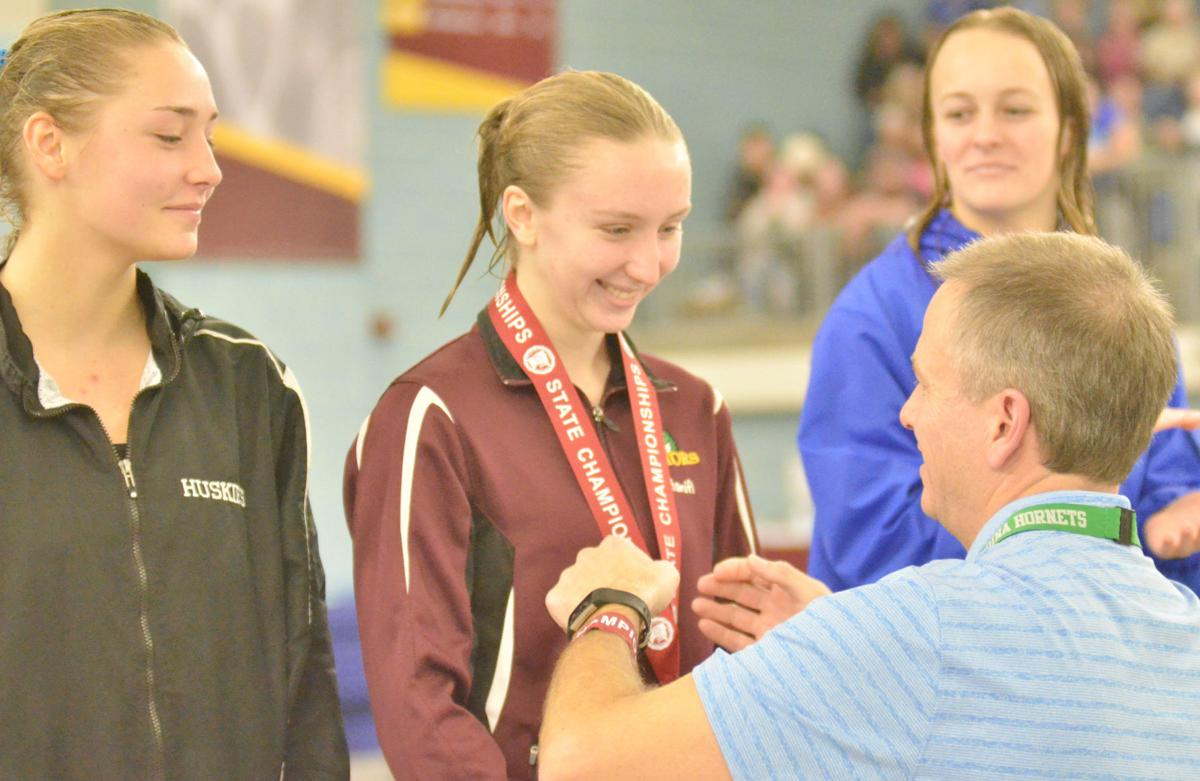 Hanifl earns 1st all-state finish, Gators finish 16th at Class AA finals