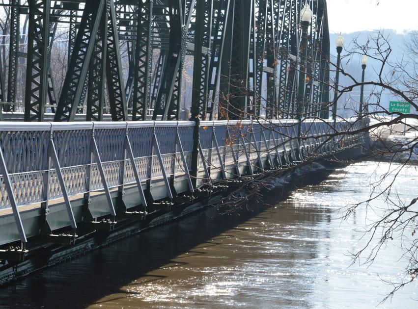 Hwy  99 bridge reopens