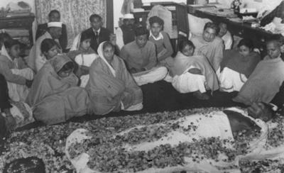 GANDHI MOURNERS