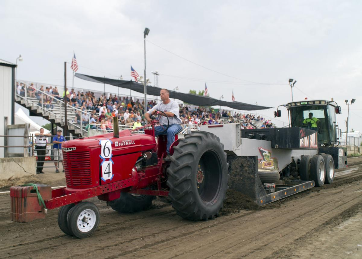 Ih Super Stock Pulling : Rain lightning force ending to truck and tractor pull