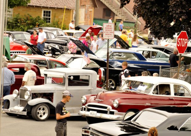 The car show was packed with people