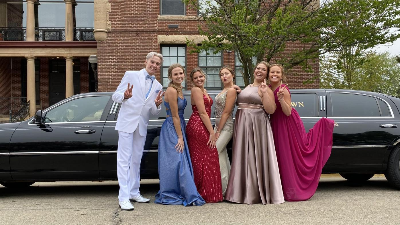 Steele County students celebrate 2021 prom
