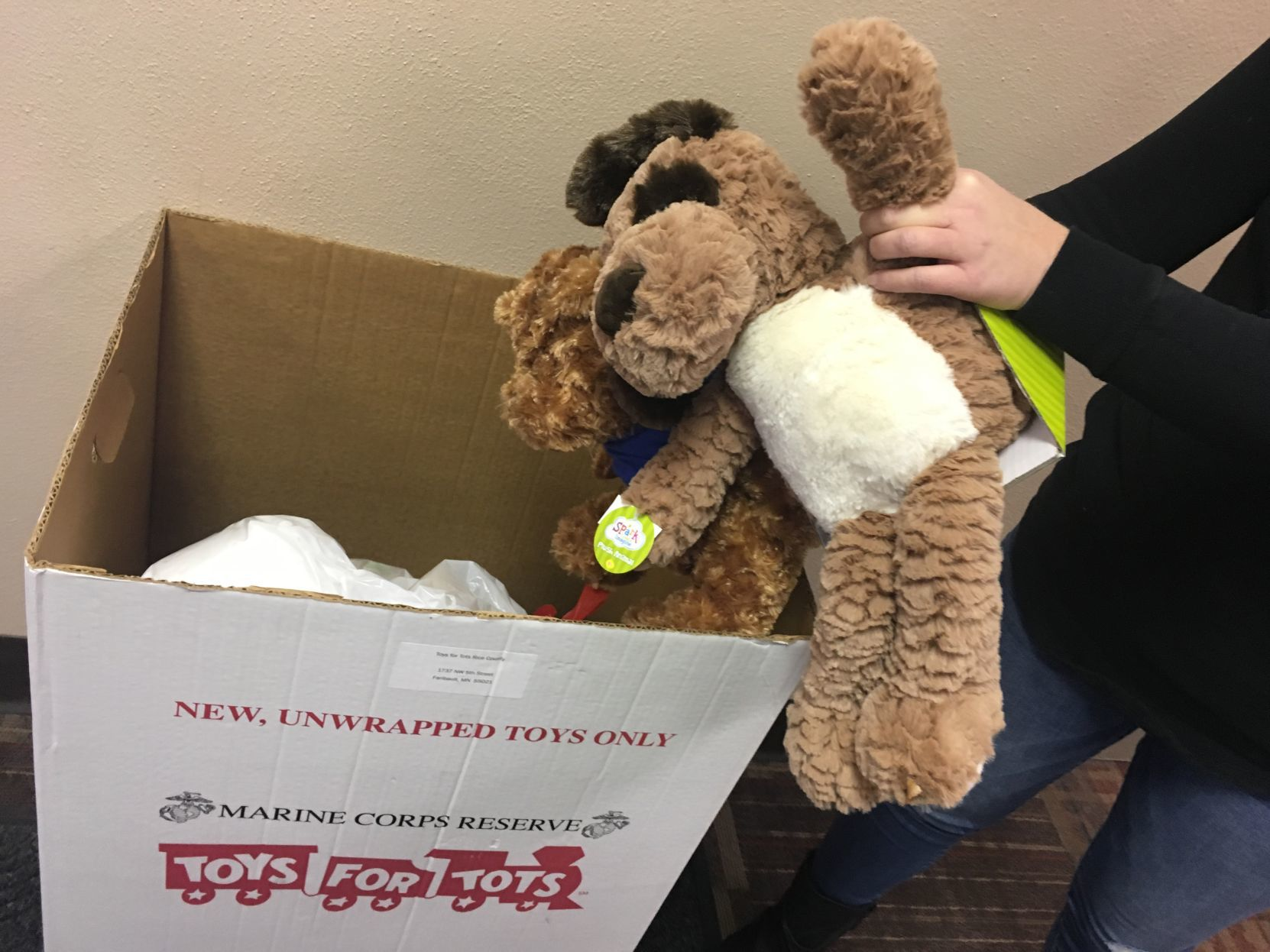 Toys For Tots Volunteer : Toys for tots accepting applications for recipients volunteers