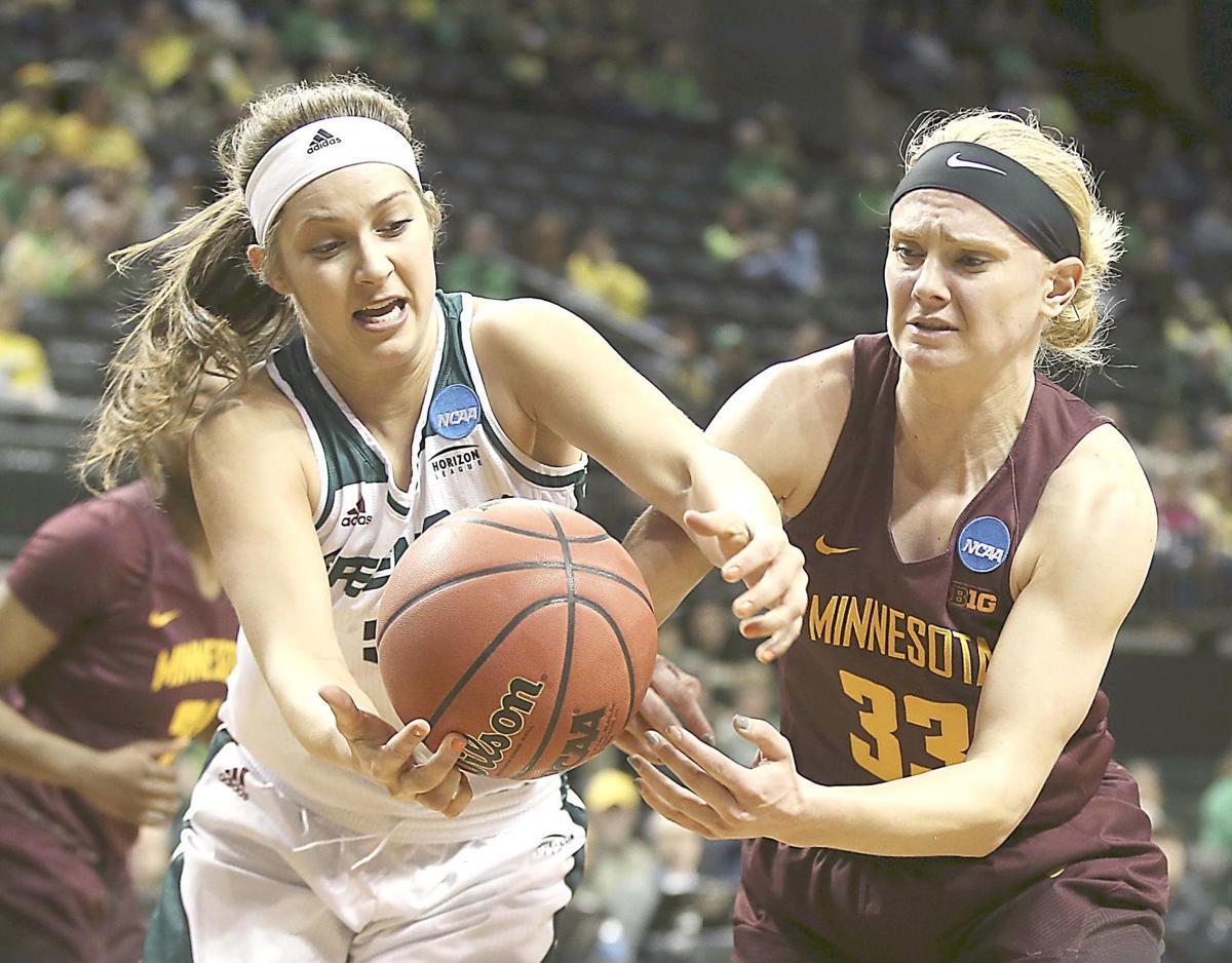 Strong second half lifts Minnesota past UW-Green Bay