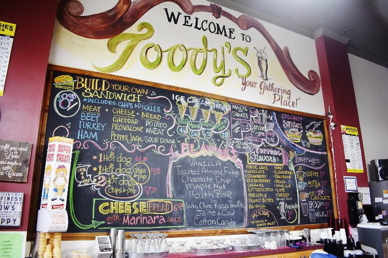 As pharmacy packs up, Toody's in Henderson plans to stick it out