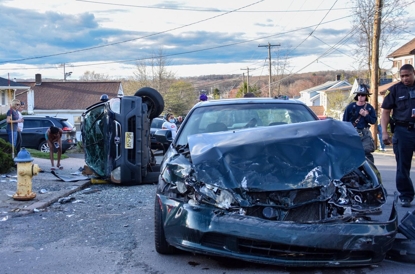 2 vehicles crash in city