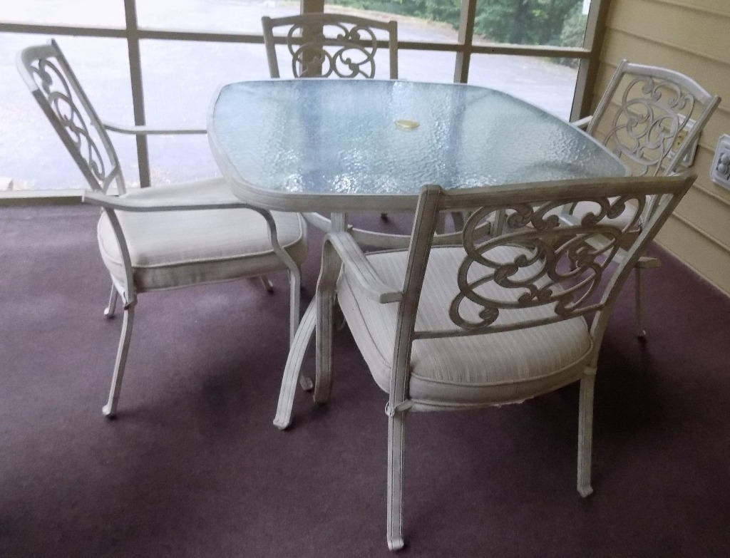Aluminum patio/porch table & 4 chairs. LN. CASH ONLY.