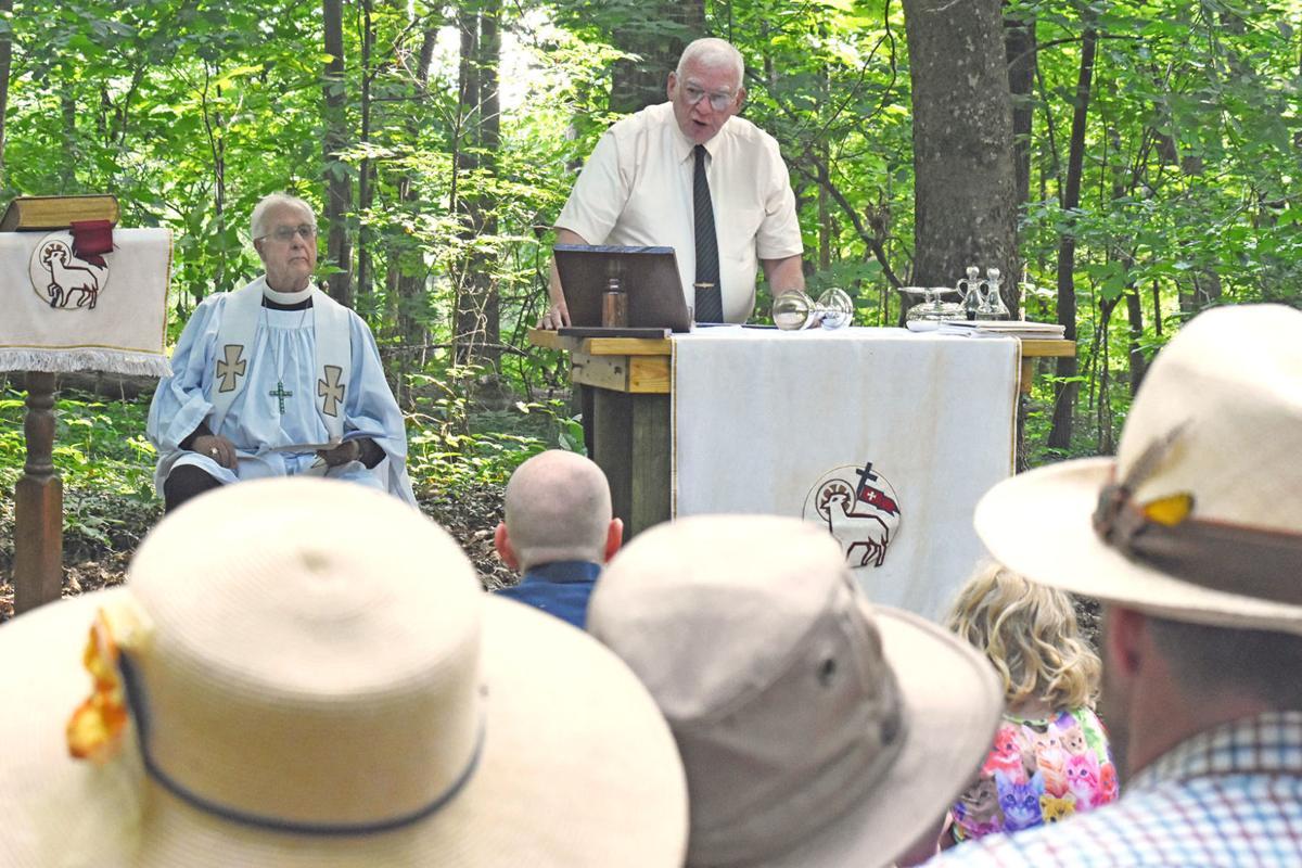 Robert Jones and congregation