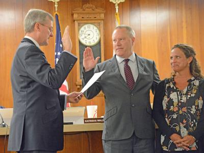 City Manager Sworn In As Commission Backtracks On Walking Trail Name Frankfort State Journal Com