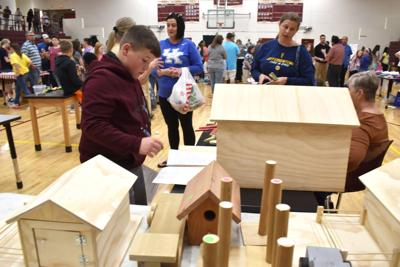 Elkhorn Middle sixth graders create businesses while learning in entrepreneur fair