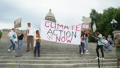 Dozens participate in Frankfort Climate Change Strike