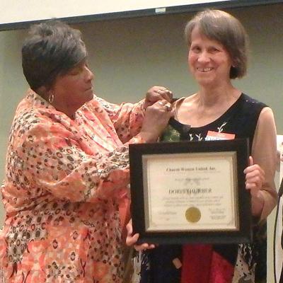 Doris Thurber receives human rights award