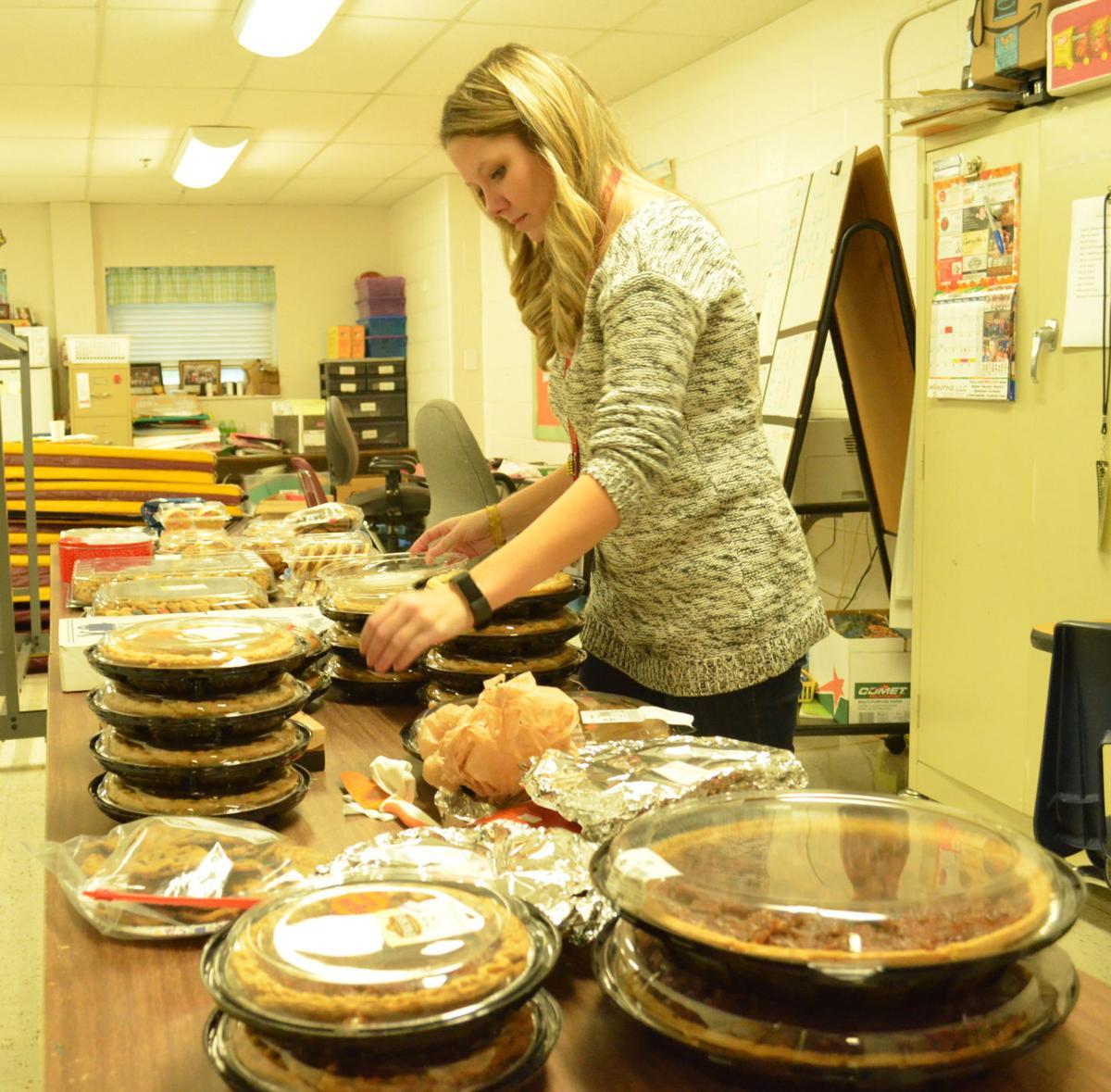 Elkhorn Elementary teachers host Thanksgiving dinner for students, families