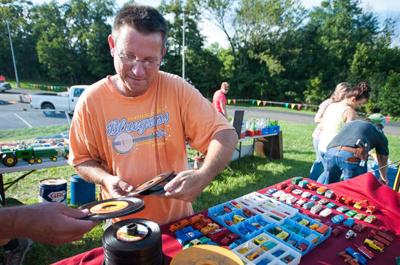 World's Longest Yard Sale' will bring shoppers and vendors