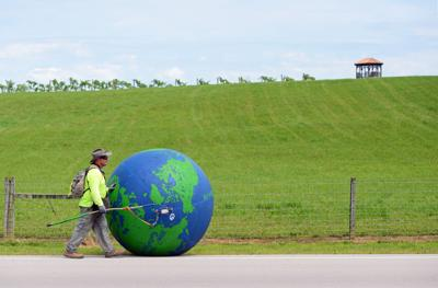Whole world in his hands: Louisville man pushing globe to Lexington for good cause