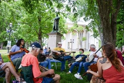 Area musicians jam in recognition of World Fiddle Day