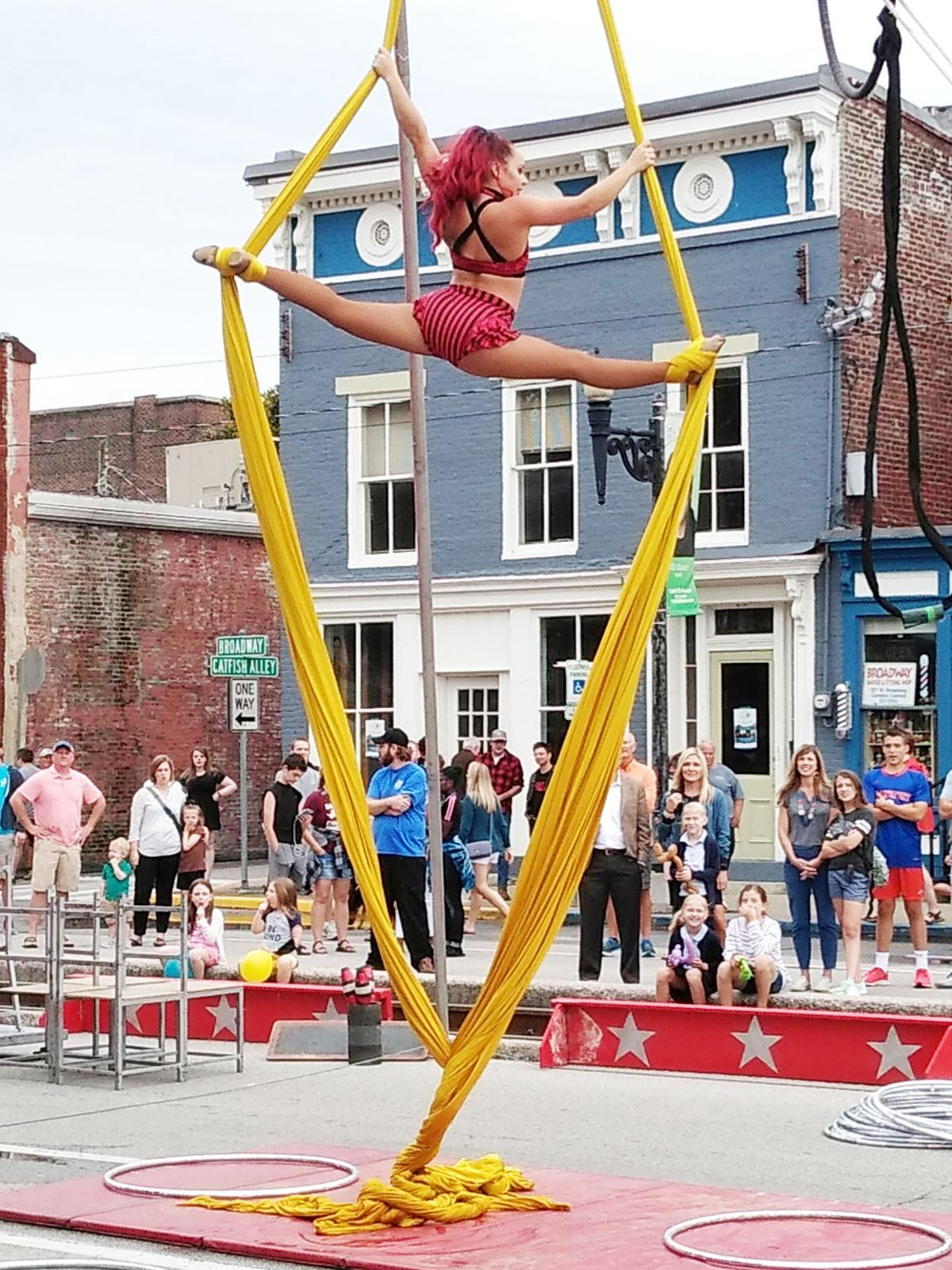 PHOTO: Street performers take to the skies over Broadway