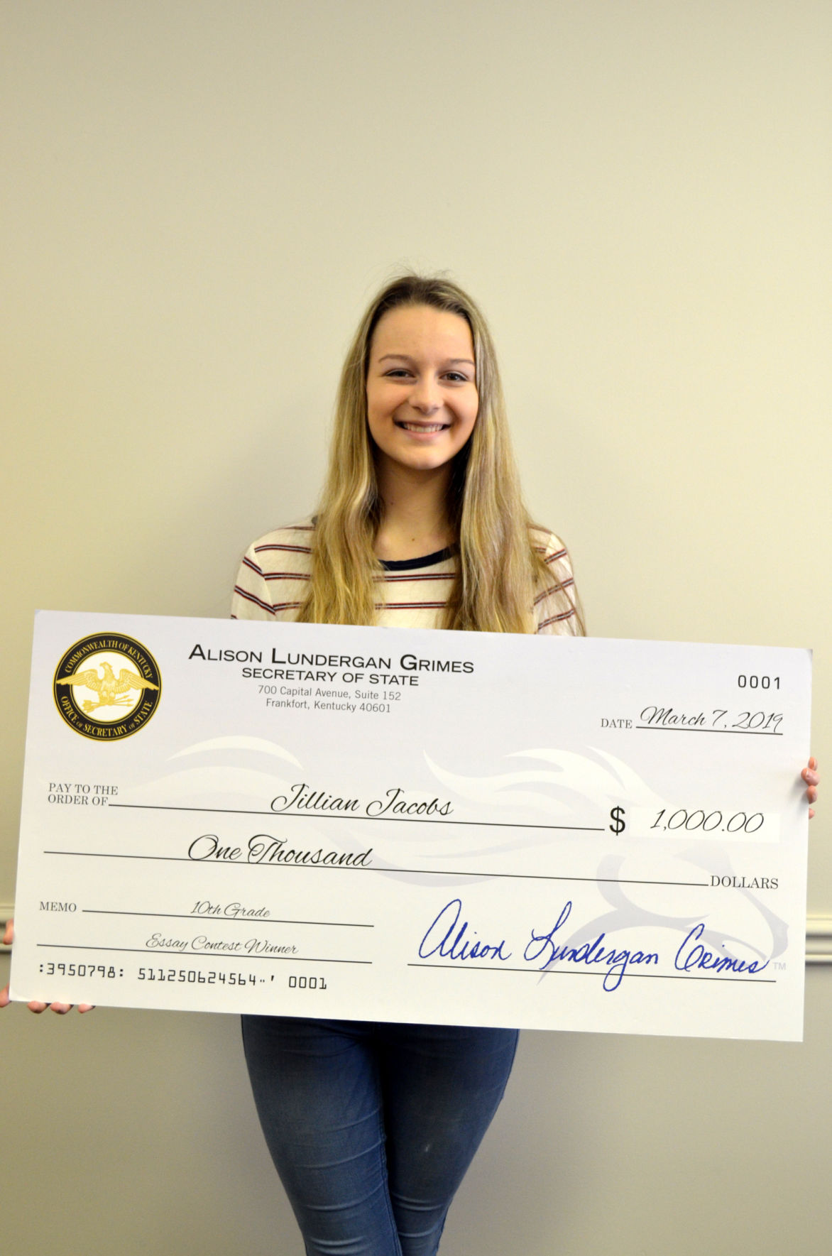 Western Hills sophomore wins $1,000 scholarship in essay contest
