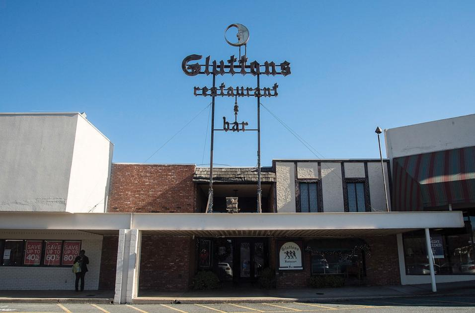 Gluttons to auction décor equipment friday news
