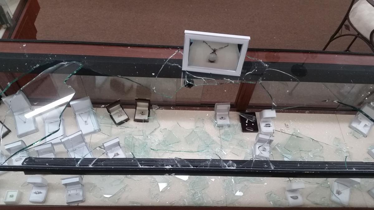 VIDEO: Thief drives through Statesville store window, steals $20K in