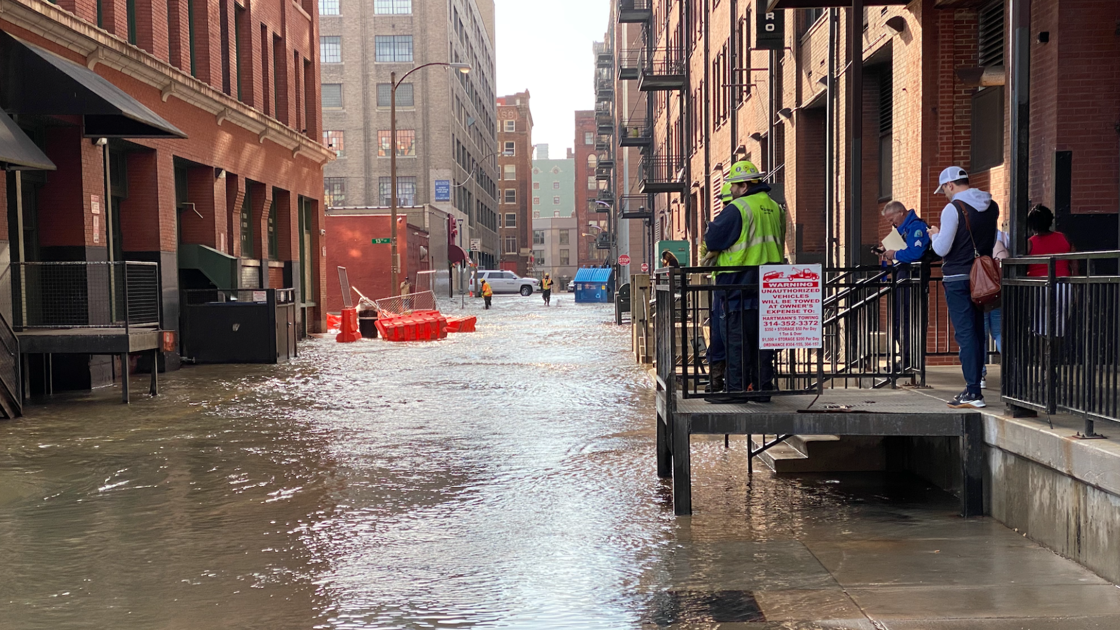 Broken water main floods alleys, streets near downtown St. Louis, sparks boil advisory