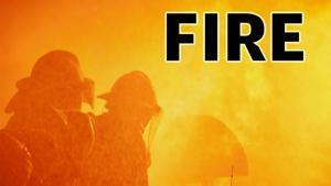 Πυροσβέστες διάσωσης άνδρα από φωτιά σε διαμέρισμα στο norfolk state Park