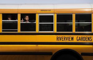 お金のための番スクールに通う子供たちがアライアンスにミズーリ州上院