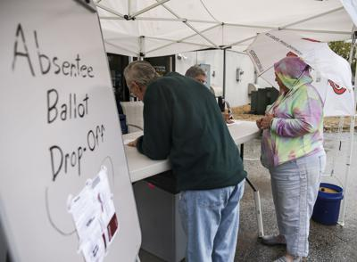 Early voters brave rain in St. Charles
