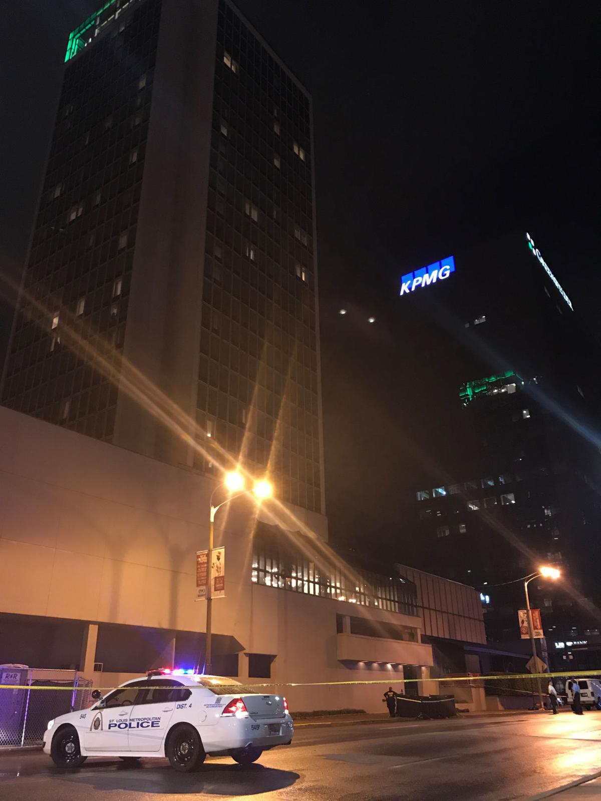 Man dies in jump from bar atop downtown hotel, St. Louis police say ...