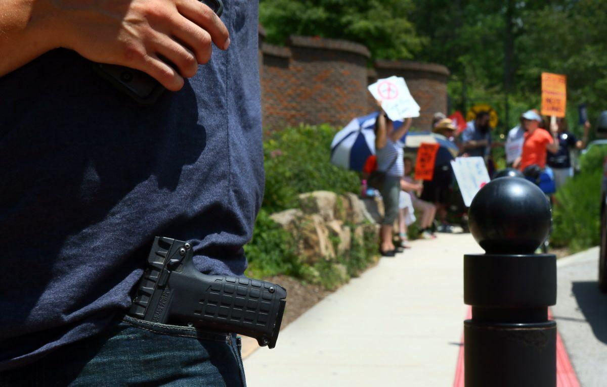 Gun rights advocates carry holsters into zoo