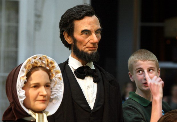 Visitors to Abraham Lincoln Presidential Museum