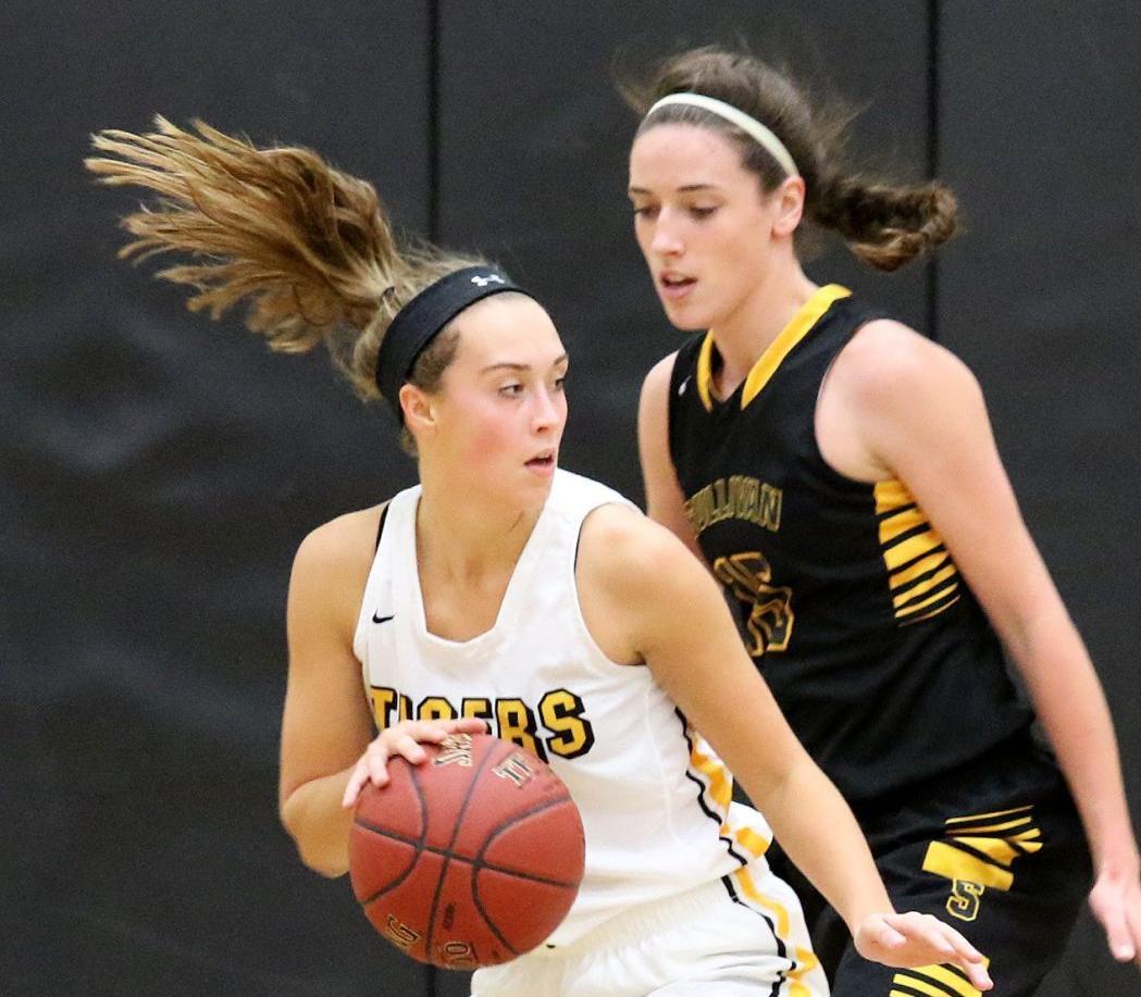 Sullivan vs. Oakville girls basketball (4).JPG
