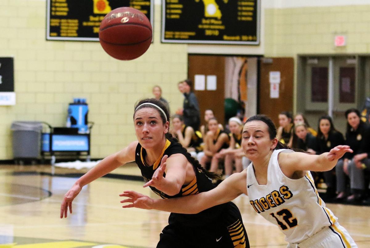Sullivan vs. Oakville girls basketball (5).JPG