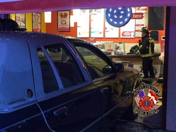 Car crashes into Smoothie King in Manchester