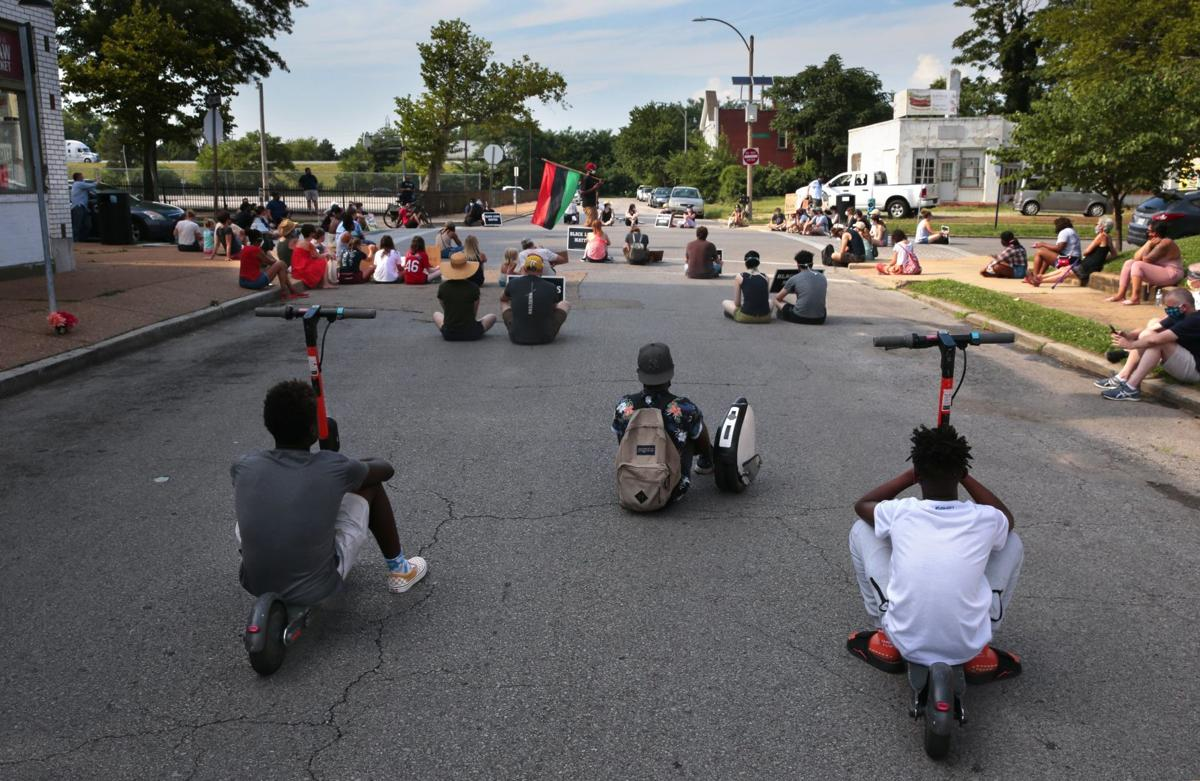 Protesters march to remember Vonderrit Myers