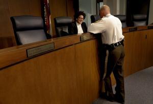 Του αγίου Louis County Αστυνομία διοικητικό Συμβούλιο θέλει να μάθει ό, τι θέλετε σε μια αρχηγό της αστυνομίας
