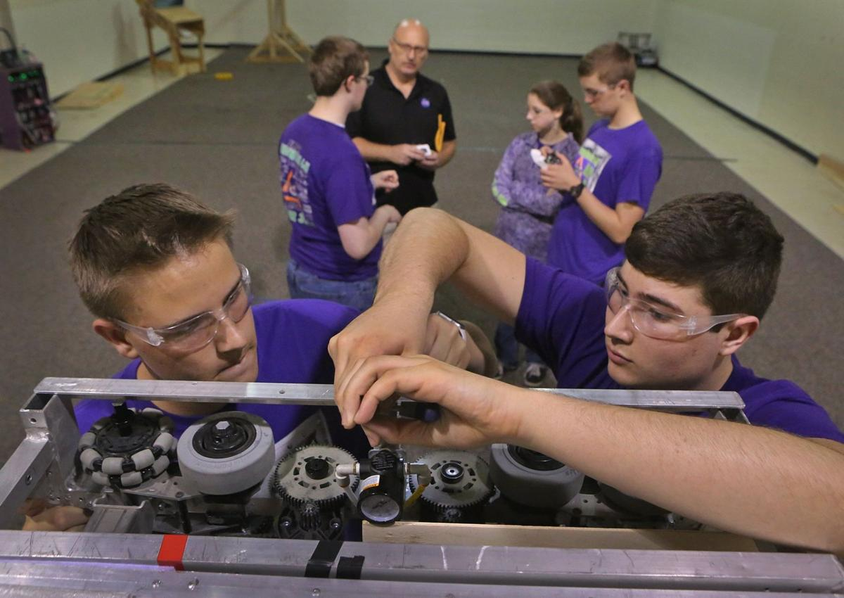 Robotics Drives the students at Camdenton High | Multimedia