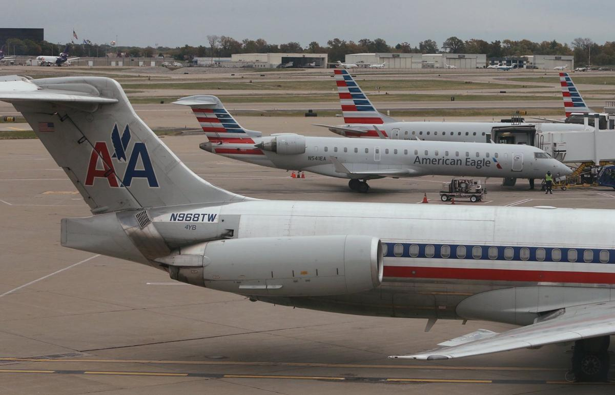american airlines closing st louis pilot base business