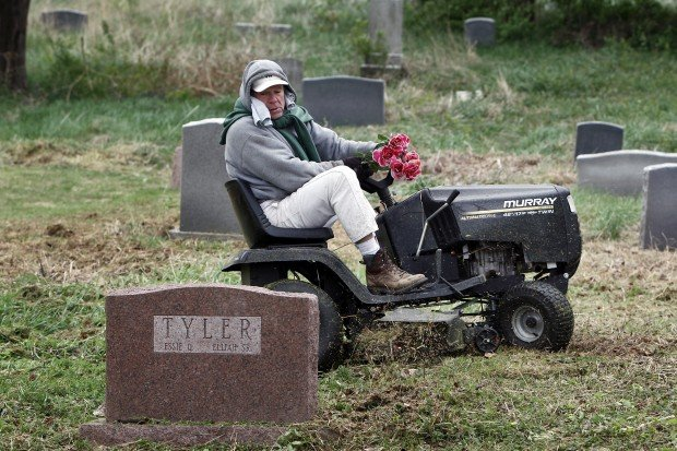 Boy Scouts clean Washington Park Cemetery