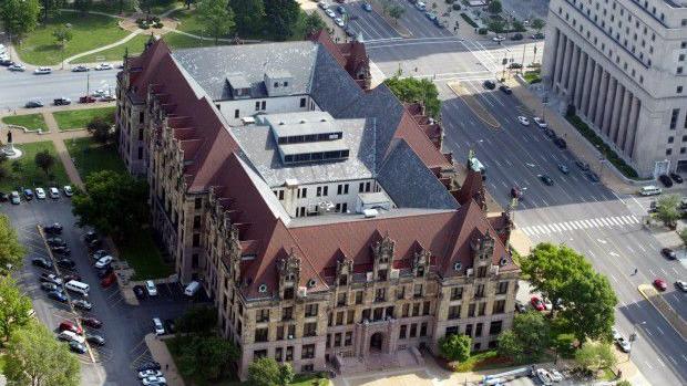 Reed memperbaharui panggilan untuk hotel di City Hall penutupan; 2 lebih banyak pekerja kota tes positif