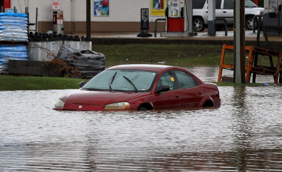 Flash flooding sweeps through St. Louis area after heavy rains