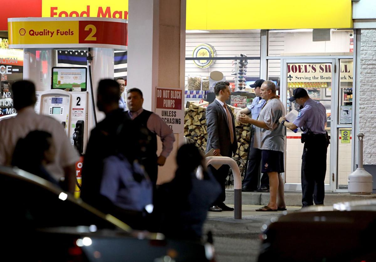 Off-duty police officer shoots kills armed robber
