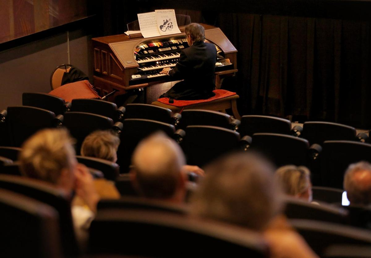 Theater organist delights in keeping old traditions
