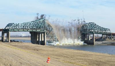 Westbound span of Chain of Rocks Canal Bridge demolished