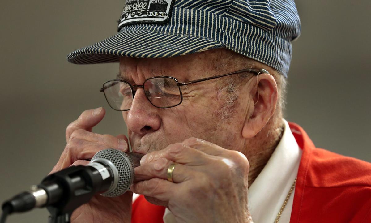 Gateway Harmonica Club celebrates 32 years