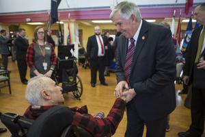 Pfarrer Nixen Lohnerhöhungen für Pflegekräfte in Missouri veterans homes