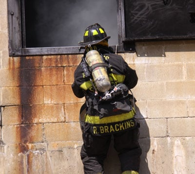 St. Louis frefighters training with new rappelling equipment