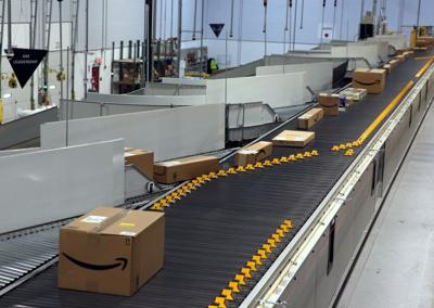 Amazon pledges one-day delivery for top clients in U S