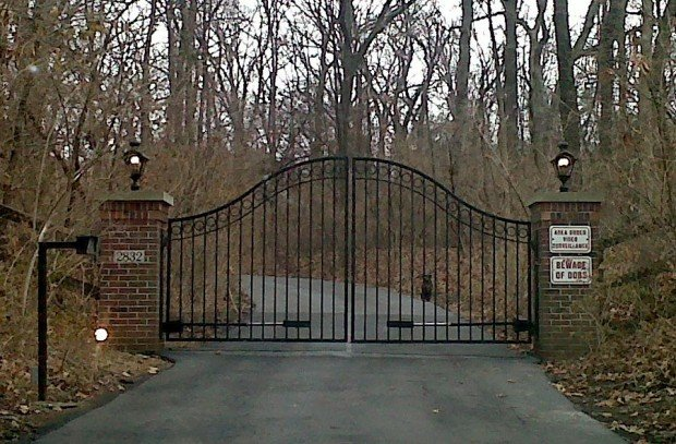 Gates leading to Huntleigh home of August Busch IV